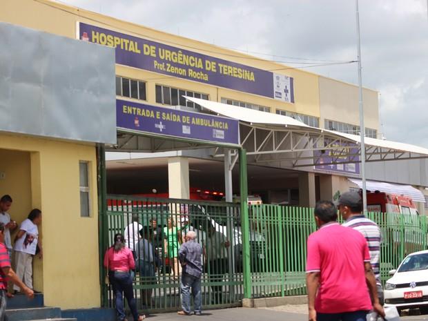 Criança está interanada no Hospital de Urgência de Teresina (Foto: Fernando Brito/G1)