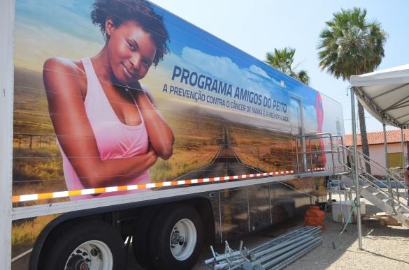 Caminhão do Programa Amigos do Peito (Foto:Allana Sousa)