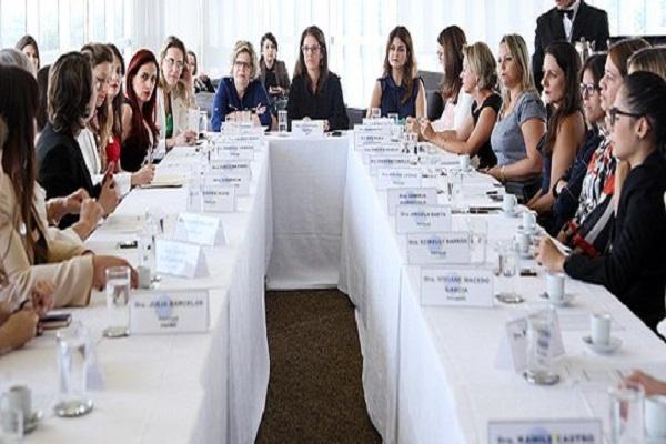 Ministra Luciana Lóssio debate com instituições medidas para aumentar participação da mulher na política