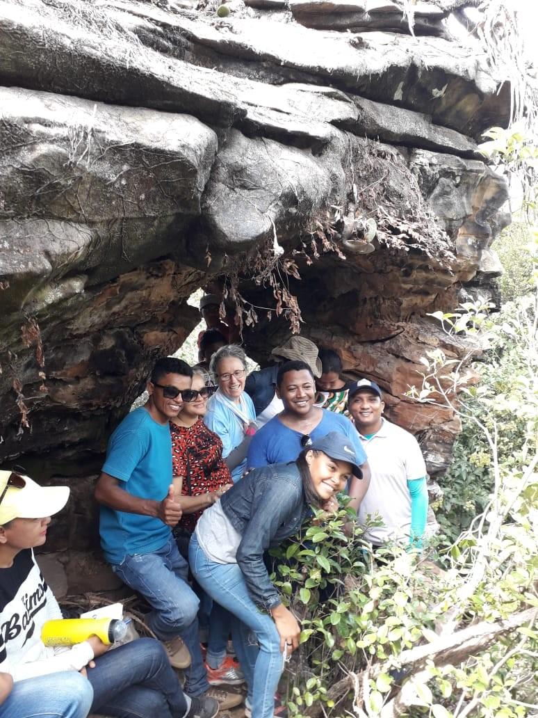 Alunos da Unidade Escolar Francival Rodrigues do Nascimento visitam ruinas da antiga aldeia indígena São João de Sene